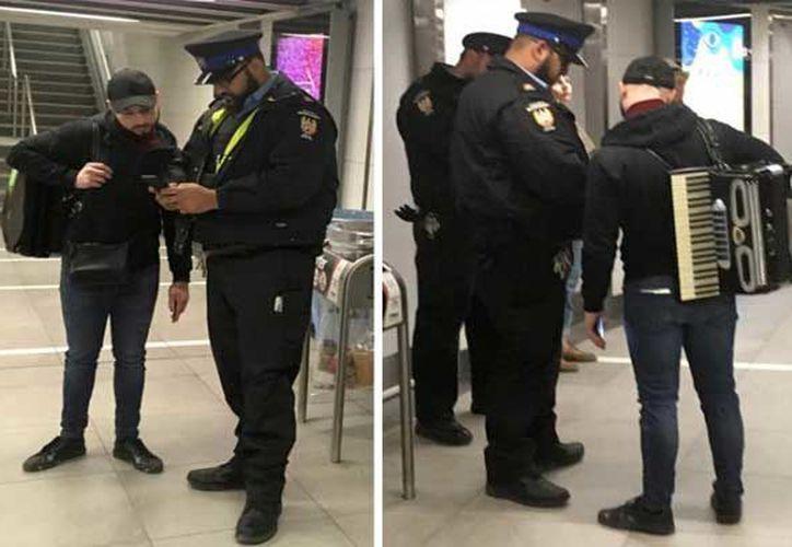 Oficiales del metro no permitieron que el joven artista continuara tocando el acordeón dentro del vagón del metro. (Foto: Internet)
