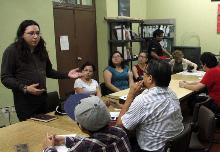 El curso consta de 20 horas, distribuidas a lo largo de un mes, con módulos de dos horas. El taller se realizará en la Biblioteca Central. (Jorge Acosta/SIPSE)