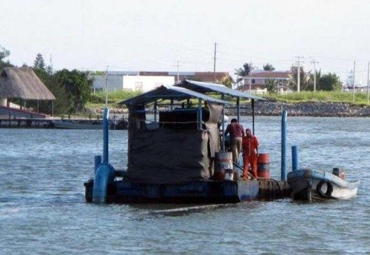 Las labores de dragado buscan impulsar las actividades pesqueras y turísticas en las costas yucatecas. (SIPSE)