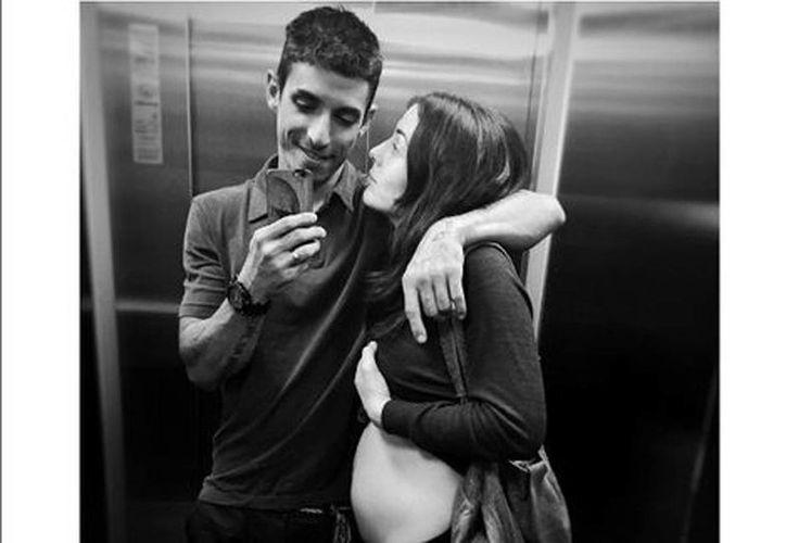 Alberto Guerra y Zuria Vega en la foto que compartieron en redes sociales. (cortesía Instagram)