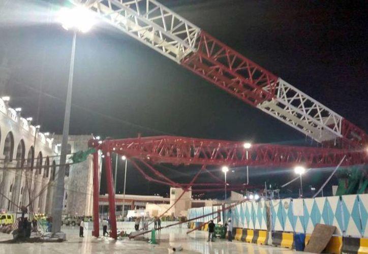 La grúa formaba parte de los trabajos de remodelación del recinto con el objetivo de ampliarlo. (EFE)