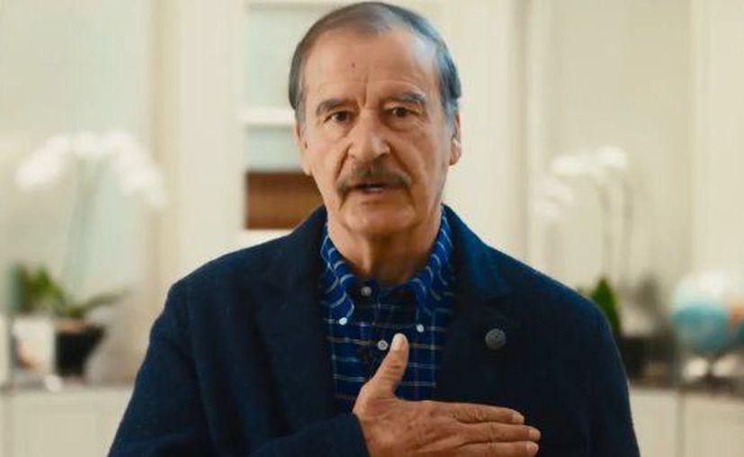 El expresidente de México Vicente Fox Quesada participa en una campaña para la construcción de refugios y pequeñas casas en México y Estados Unidos. (Twitter)