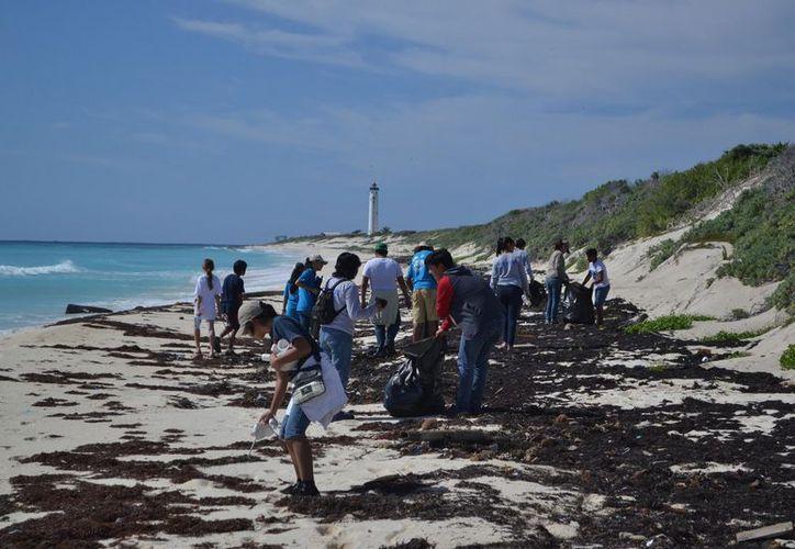 Los participantes de la limpieza de playas recibirán un kit de voluntario conmemorativo del evento. (Archivo/SIPSE).