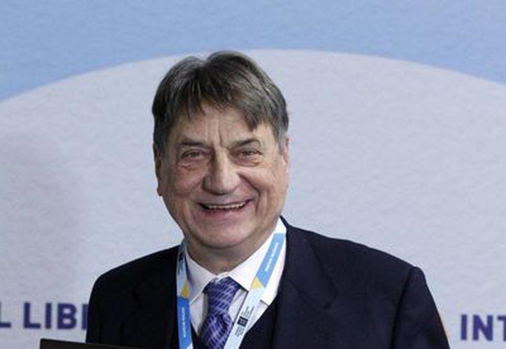 Claudio Magris tras recibir el Premio FIL de Literatura en Lenguas Romances. (Notimex)