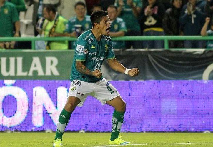 Las anotaciones del debutante jugador sudamericano, Germán Cano, con el León cayeron en los minutos 59 y 61 para darle los primeros tres puntos a su escuadra mientras Santos se quedó en blanco. (Mexsport)