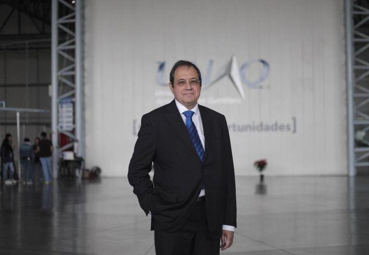 El presidente de Aeroclúster Querétaro, Klaus Gobenceaux, posa durante una visita para la prensa a sus instalaciones en la ciudad de Querétaro. (EFE)
