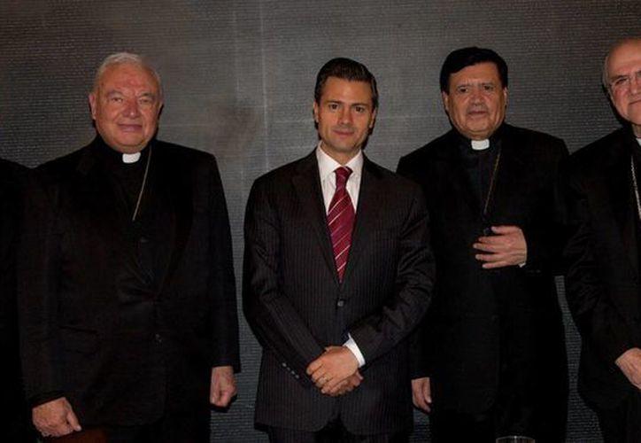 Peña Nieto sostuvo un encuentro con los cuatro cardenales mexicanos que se encuentran en Roma luego de la designación del papa Francisco. (Agencias)