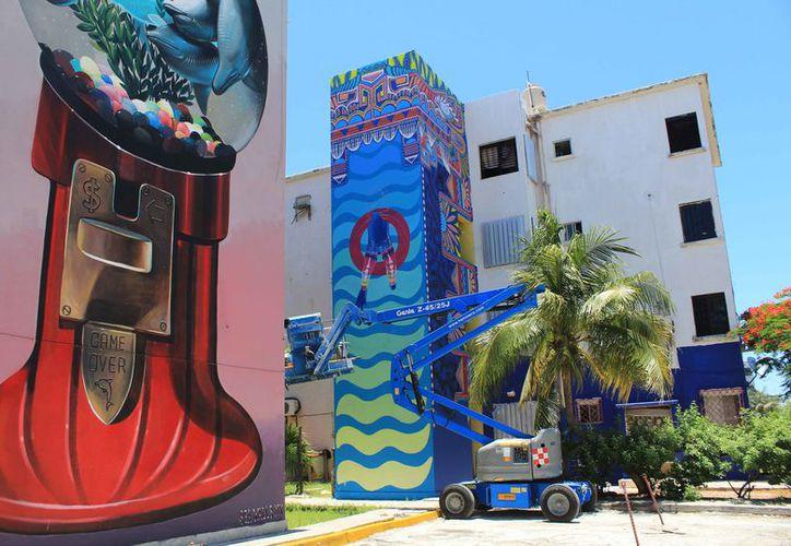 Realizan campaña de murales para rescatar edificios que en algunos casos están abandonados. (Luis Soto/SIPSE)