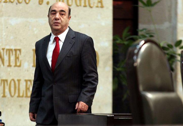 Murillo Karam afirma que a la PGR le falta confiabilidad. (Reforma)