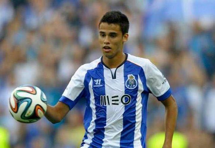 La nueva 'víctima' de 'Football Leaks'  ahora fue el representante de Diego Reyes, ya que se dieron a conocer sus ganancias cuando el defensa firmó con el Porto de la Liga Portuguesa. (Archivo AP)