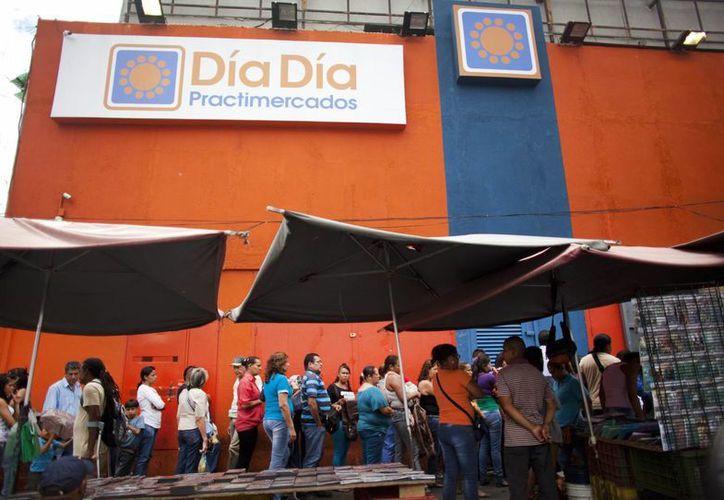 El gobierno de Venezuela está ocupando de manera temporal la cadena de supermercados Día a Día como parte de una acción en contra de las empresas privadas. (AP)