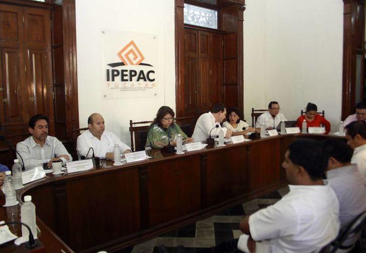 Consejeros del Ipepac debaten el orden del día. (Milenio Novedades)