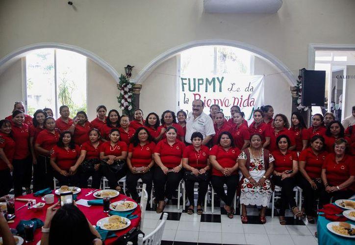 Apoya a 18 mil mujeres con cursos de Repostería, Pintura Textil y Belleza que coordina una Fundación. (Milenio Novedades)