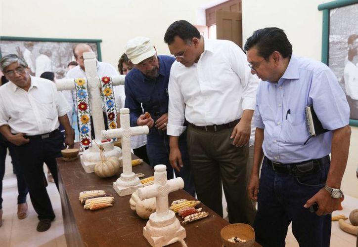 El gobernador Rolando Zapata hizo este miércoles un recorrido en la exhacienda de Balantún, en el municipio de Tinum, donde se pretende sacar provecho a la milpa maya a nivel incluso internacional. (Fotos cortesía del Gobierno)