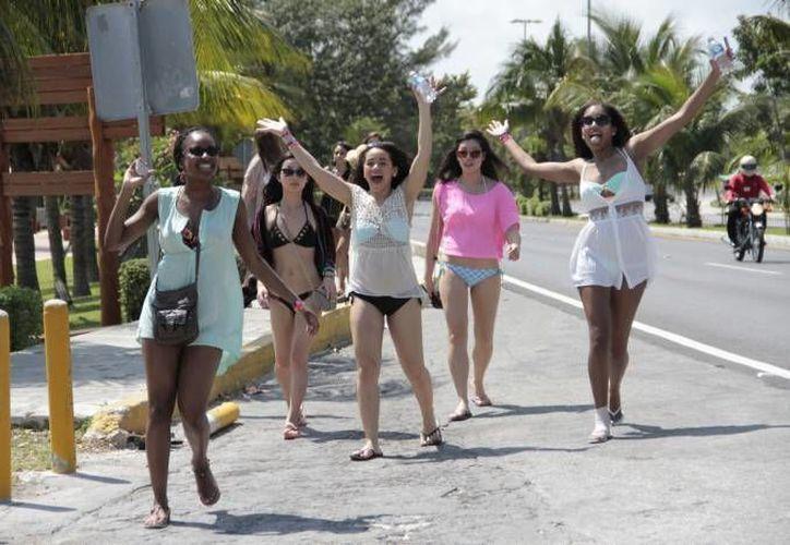Inicia la llegada de los jóvenes turistas a este destino turístico. (Redacción)