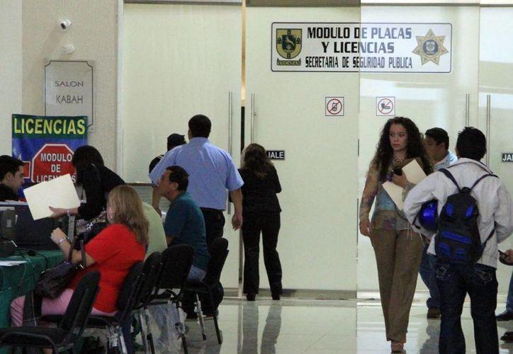 El Gobierno del Estado da facilidades a propietarios de autos para aprovechar los descuentos que se ofrecen en trámites vehiculares. Imagen del módulo de la SSP en el Centro de Convenciones Yucatán Siglo XXI. (Archivo/Agencias)