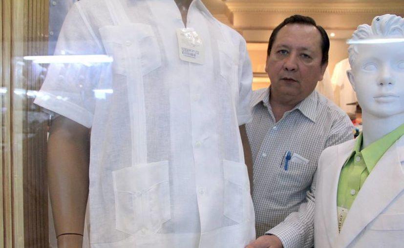 Las guayaberas son una prenda característica del Estado. (Milenio Novedades)
