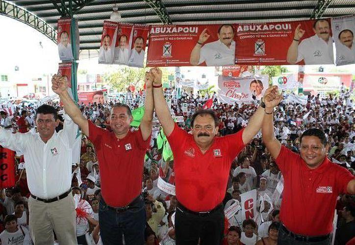 Los candidatos del tricolor por las alcaldías del sur del estado: Eduardo Espinosa Abuxapqui, José Alfredo Contreras Méndez, Manuel Carballo Tadeo y Juan Parra López. (Harold Alcocer/SIPSE)