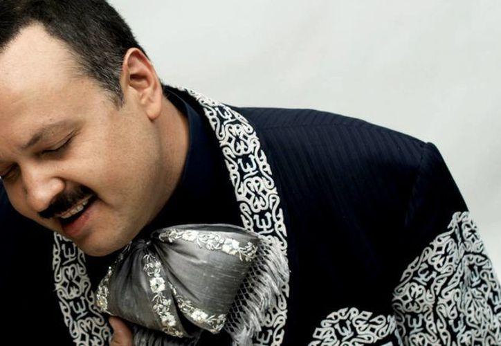 Pepe Aguilar nunca ha dejado sus raíces roncanroleras, las cuales marcaron el inicio de su historia. (laranchera.gbmradio.com)