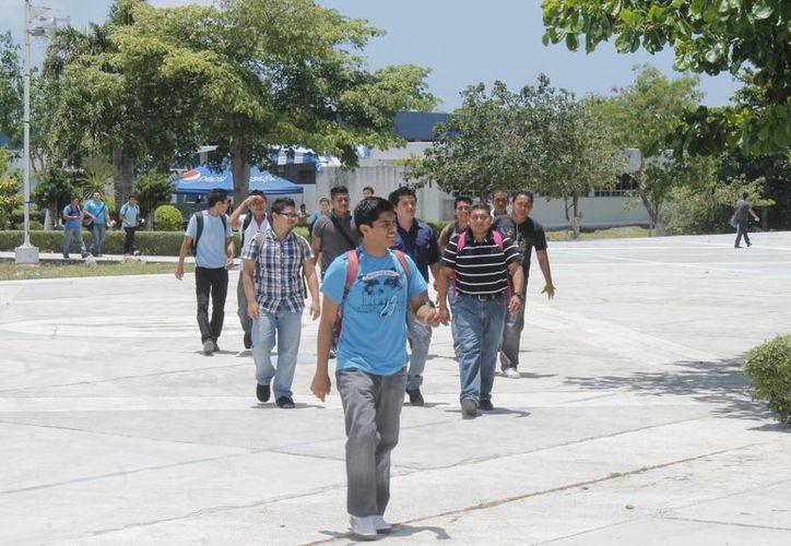 Hasta la fecha se han registrado 300 alumnos que pueden optar por las pruebas de admisión que se realizan una vez al mes. (Israel Leal/SIPSE)