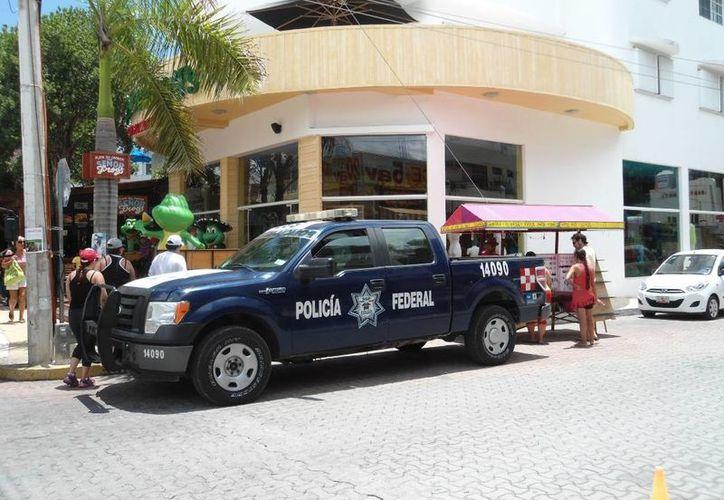 La tienda de ropa del Señor Frog's de Playa del Carmen fue visitada por la Policía Federal. (Redacción/SIPSE)