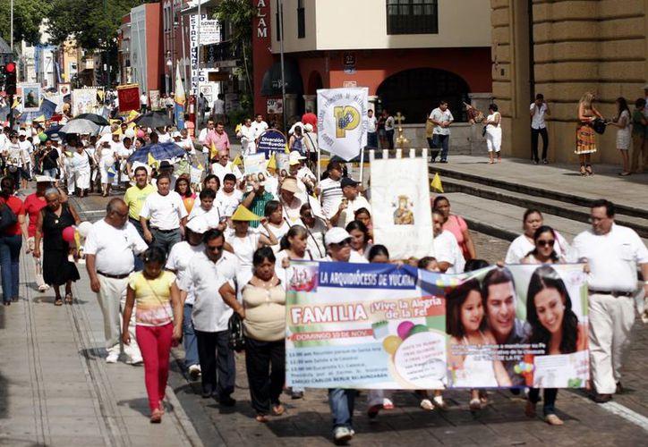 La caminata salió del Parque de Santa Ana hacia la Santa Iglesia Catedral, en el centro de Mérida. (Milenio Novedades)