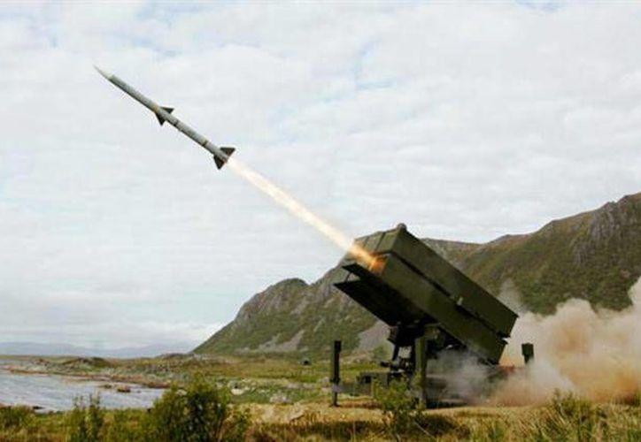 Estados Unidos trabaja en el desarrollo de armas que avance a una velocidad cinco veces mayor que la del sonido. En la foto, de contexto, lanzamiento de misiles rusos. (lanacion.com)
