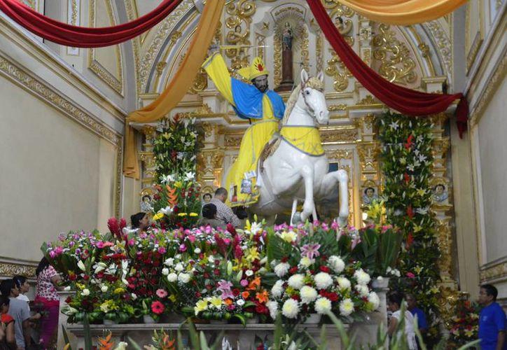 La imagen de Santiago Caballero en Izúcar de Matamoros, Puebla, oculta bajo su ropa una técnica de pintura del siglo XVII; incluso posee espuelas de plata. (enlacenoticias.com.mx)