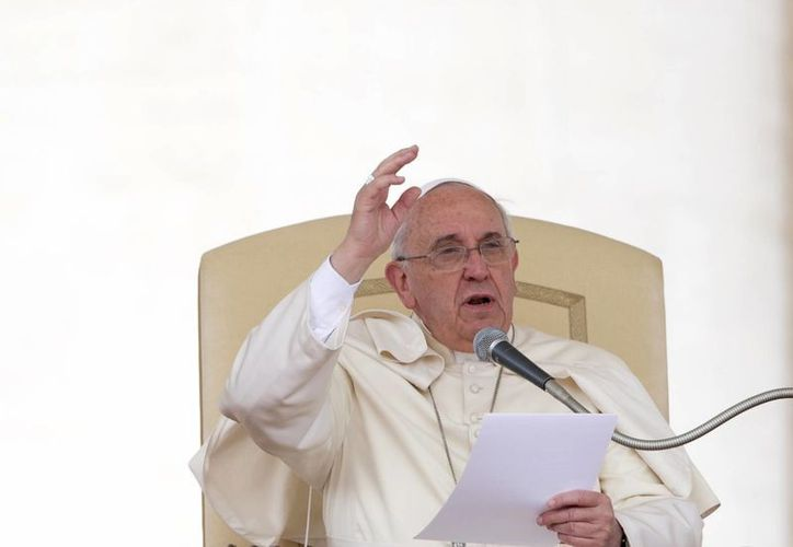 Papa Francis pronuncia su discurso durante la audiencia general en la Plaza de San Pedro en el Vaticano. (Agencias)