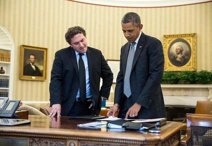 Imagen de  Cody Keenan y el presidente Barack Obama revisando uno de los discursos del Mandatario. (tuningpp.com)