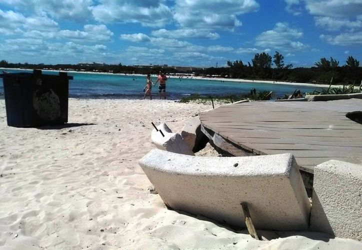 A cinco meses de haberse habilitado como tal, la playa inclusiva de Punta Esmeralda luce deteriorada. (Octavio Martínez/SIPSE)
