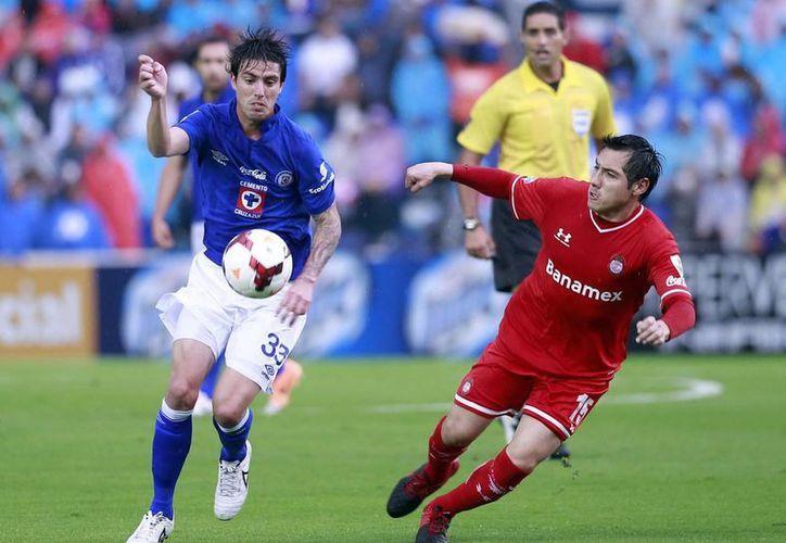 A Cruz Azul le pesa una maldición a la hora de coronarse en la Liga mexicana, pero está cerca de convertirse en el club más ganador de la Copa de la Concacaf. (Notimex)