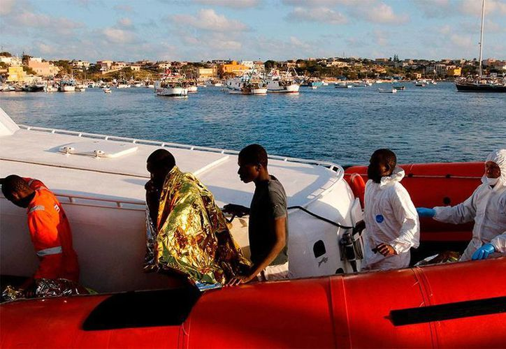 De acuerdo con organizaciones de derechos humanos, al menos 300 indocumentados están desaparecidos, luego de que su embarcación se perdiera en el mar Mediterráneo. (excelsior.com.mx)