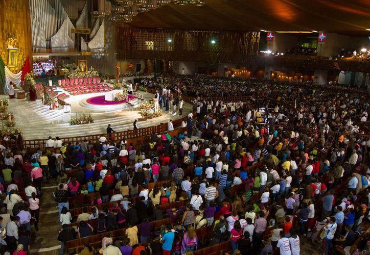 En una Basílica de Guadalupe llena de fieles, el cardenal Norberto Rivera  hizo votos para que  'vivamos en el amor de ser una sola familia'. (Notimex)