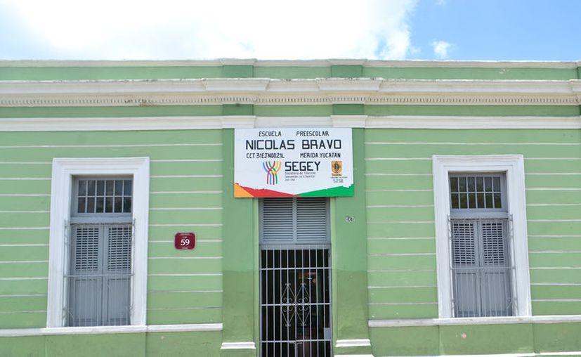 Más de la mitad de las escuelas de Yucatán cerraron sus puertas este viernes, al concluir el ciclo escolar 2016-2017. (Daniel Sandoval/SIPSE)