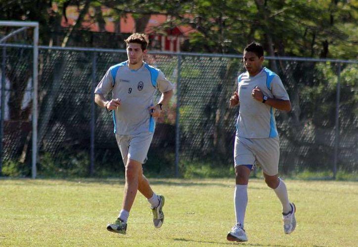 Ante las lesiones de Henry Martín y Mosqueda, es probable que este sábado Oscar Zea y Strahman jueguen con el CF Mérida contra Lobos BUAP. (Milenio Novedades)