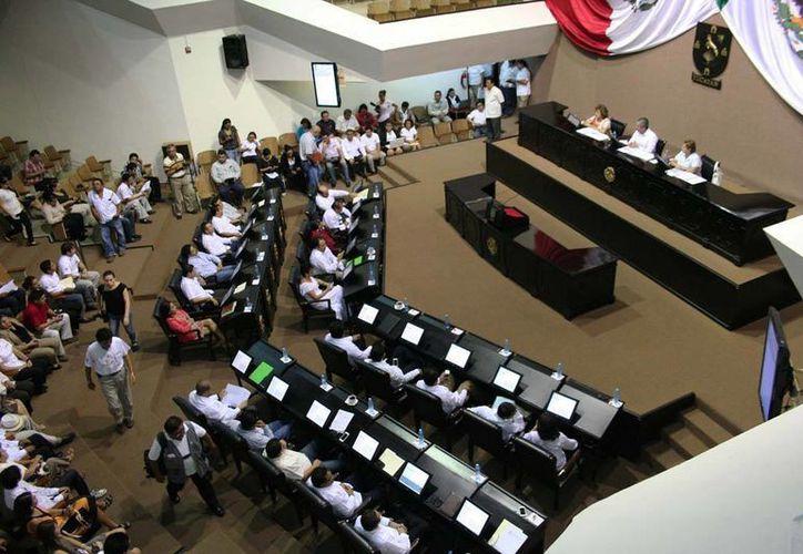 En el Congreso del Estado se  generó diversos posicionamientos por parte del PRI y el PAN, debido a los embargos contra el Ayuntamiento de Mérida. Fotografía del Congreso del Estado durante una sesión plenaria. (Archivo/SIPSE)