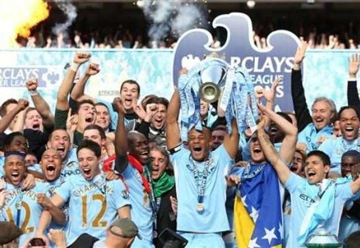 Un porcentaje de la empresa propietaria del Manchester City, uno de los equipos más costosos del futbol internacional, fue cedido a un consorcio chino tras seis meses de negociaciones. (Archivo AP)