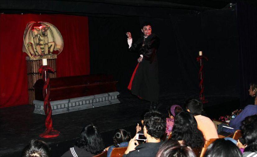 """""""Drácula tiene SIDA"""", fue una de las obras exhibidas gratuitamente. (Redacción/SIPSE)"""