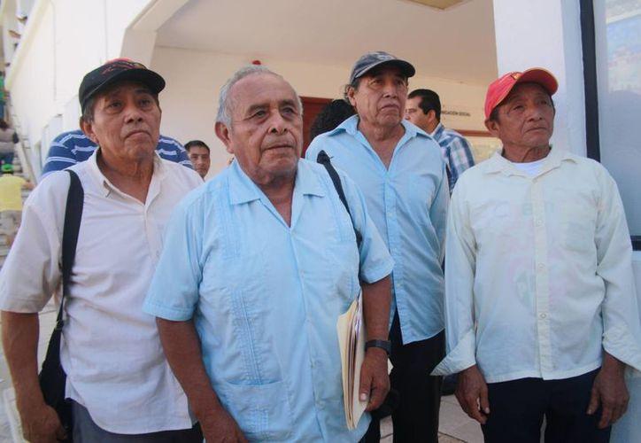 Los representantes ejidales durante una entrevista. (Loana Segovia/SIPSE)