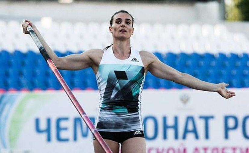 La triple medallista rusa Yelena Isinbayeva expresó su inconformidad sobre el castigo recibido por parte del tribunal arbitrario. (AP)