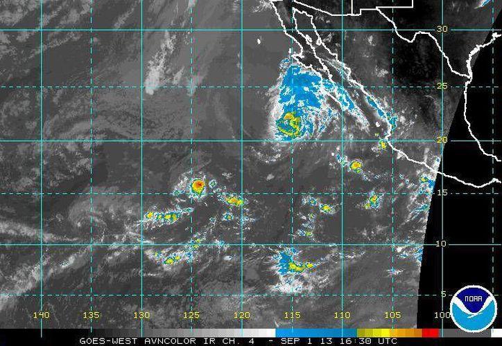 Imagen del Centro Nacional de Huracanes de Miami, que muestra la ubicación de la tormenta tropical 'Kiko'.