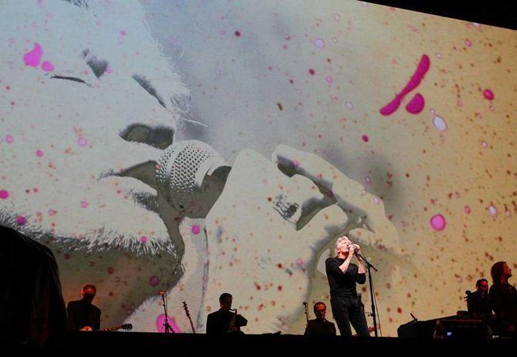 El ex vocalista de Pink Floyd, Roger Waters, ofreció un concierto en la Ciudad de México, en el que aprovechó para enviar mensajes políticos contra Donald Trump, candidato republicano en EU, y Enrique Peña Nieto, presidente de México. (Notimex)