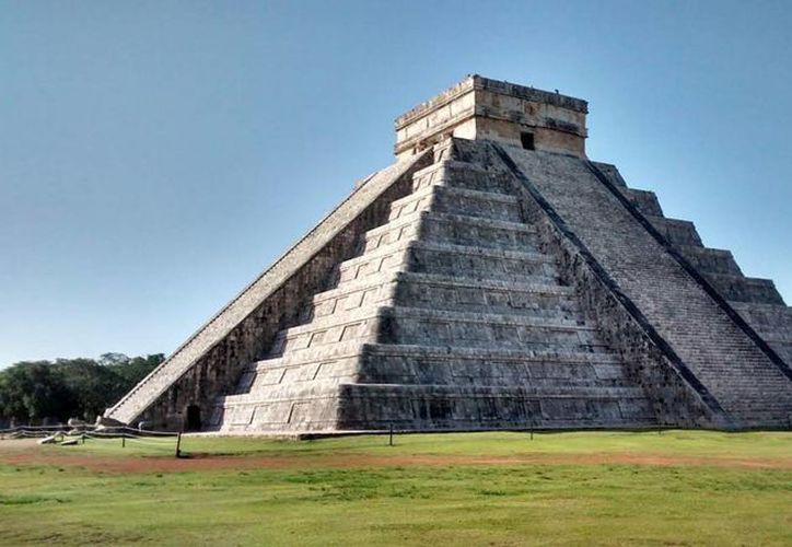 Investigadores del Instituto de Geofísica de la UNAM informaron que bajo la Pirámide de Kukulcán hay una cavidad que contiene agua. Esto lo descubrieron gracias a una intervención con electrodos. (Notimex/Archivo)