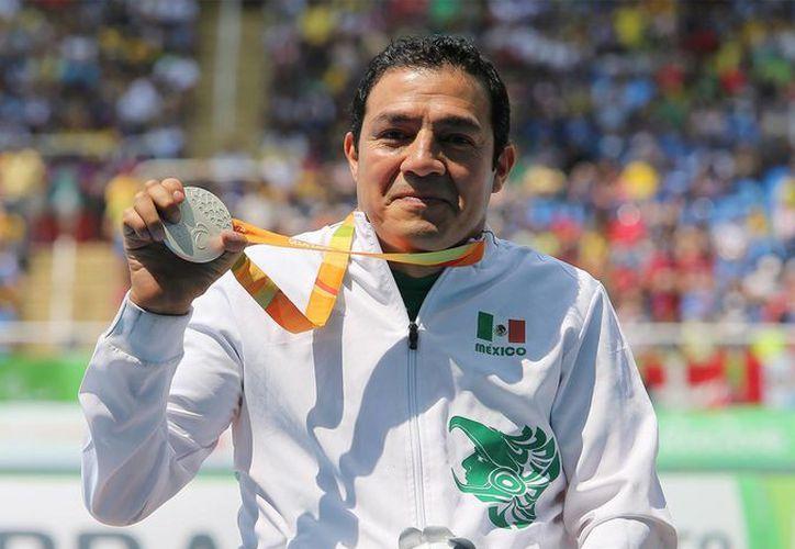 Edgar Navarro fue el único mexicano que consiguió plata y bronce en pruebas de atletismo. (Notimex)