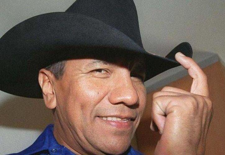 El cantante Lupe Esparza causó un buen impacto en los usuarios de taxis. (Foto tomada de debate.com.mx)