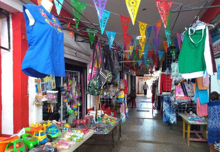 El mercado de Felipe Carrillo Puerto tiene fallas en sus instalaciones eléctricas y de gas. (Jesús Caamal/SIPSE)