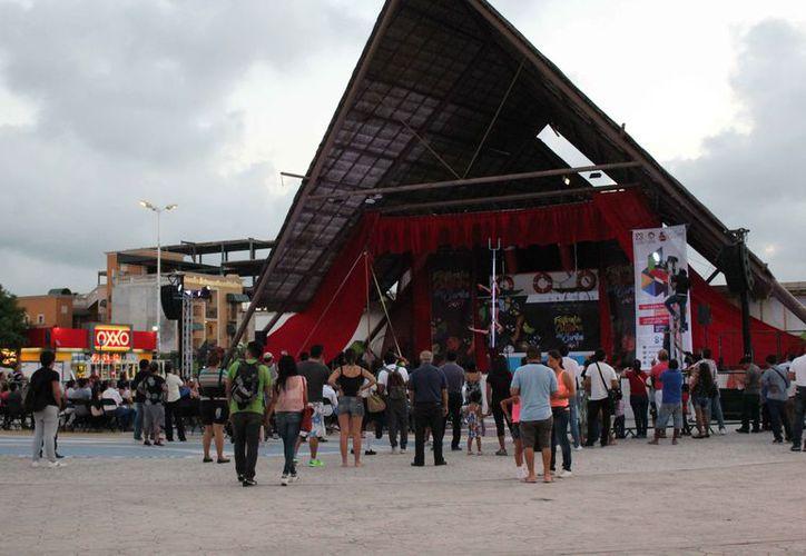 El parque de Las Palapas fue el escenario para las presentaciones. (Faride Cetina/SIPSE)