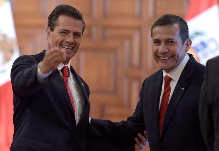 Los presidentes Enrique Peña y Ollanta Humala en Los Pinos. (presidencia.com.mx)