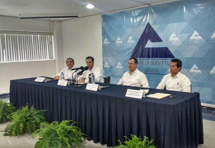 El titular del SAT, Aristóteles Núñez, se reunió con empresarios yucatecos, a quienes prometió iniciar la devolución de saldos a favor por pago del IVA. (Candelario Robles/SIPSE)